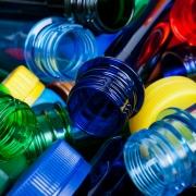 acqua in bottiglia di plastica fa male